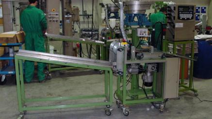 Maquina-para-poner-embolos-en-bote-silicona---Quimico